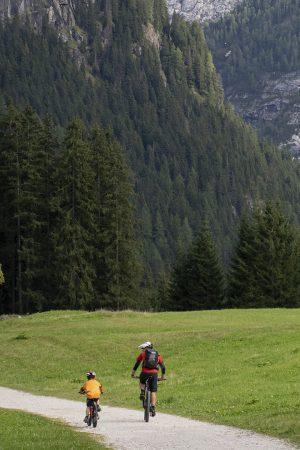 articolo - L'estate 2020 sarà quella dei viaggi in monatgna - Lucrezia GhinassiI - campitello - sen jan - canazei - moena - soraga - val di fassa - dolomites - myfassaplus - Dolomiti 03