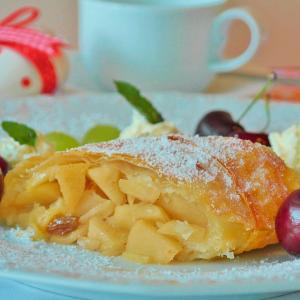 articolo - I piatti tipici della val di fassa - Matteo Piccolo - campitello - sen jan - canazei - moena - soraga - val di fassa - dolomites - myfassaplus - Dolomiti - strudel